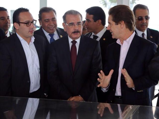 Danilo-Medina-visita-Ciudad-Verde-Colombia-lo-acompaña-Fermin-Acosta