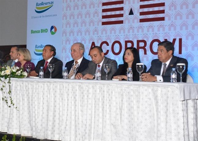 Jaime González, Alma Fernández, Fermín Acosta, Rafael Camilo, Julio Miguel Silva Salamanca, José Rodríguez Cáceres y distintas personalidades