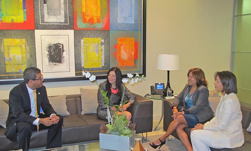Ex Ministra de Vivienda de Costa Rica visita APAP