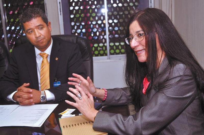 Héctor Bretón e Irene Campos Gómez compartieron detalles sobre la Quinta Mesa de Vivienda de Acoprovi