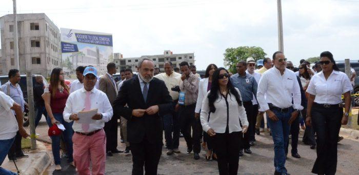 Autoridades del Gobierno realizaron recorrido por el proyecto habitacional Ciudad Juan Bosch, acompañados de periodistas