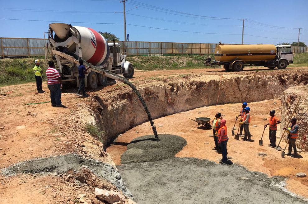 CAASD-concluye-vaciado-base-pedestal-para-tanque-en-Ciudad-Juan-Bosch