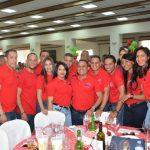 director-general-del-INVI,-Mayobanex-Escoto,-junto-a-empleados-en-la-fiesta-de-fin-de-año