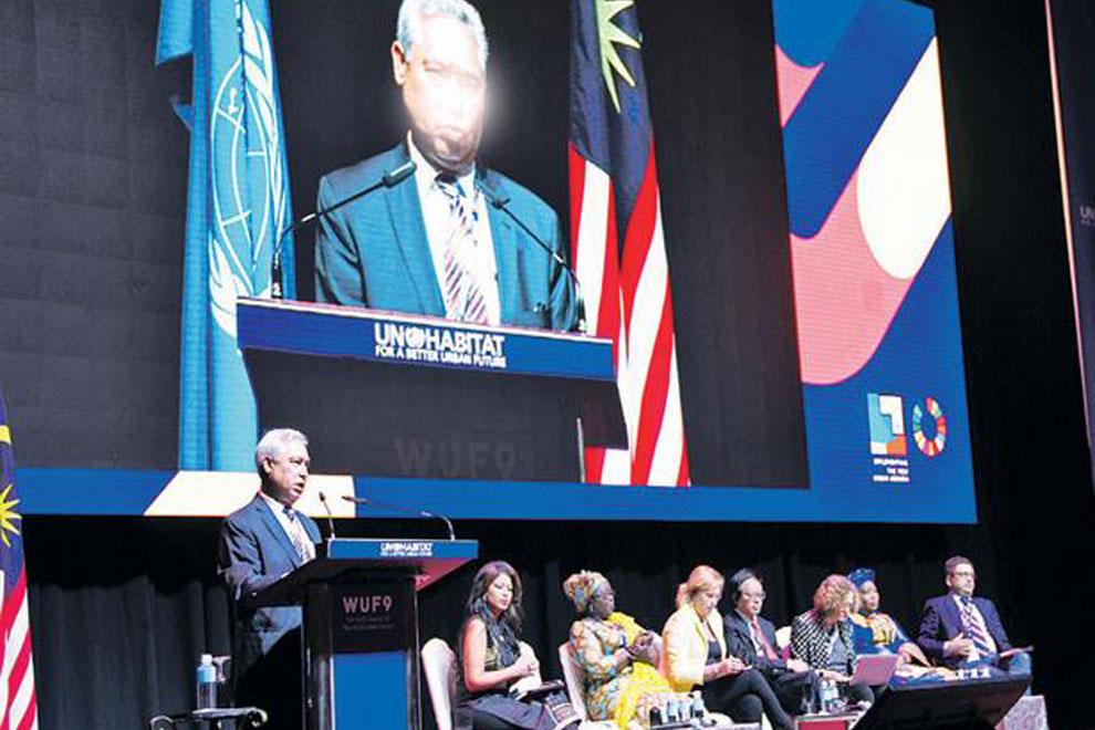 El-ministro-Isidoro-Santana-durante-su-exposición-ante-el-foro
