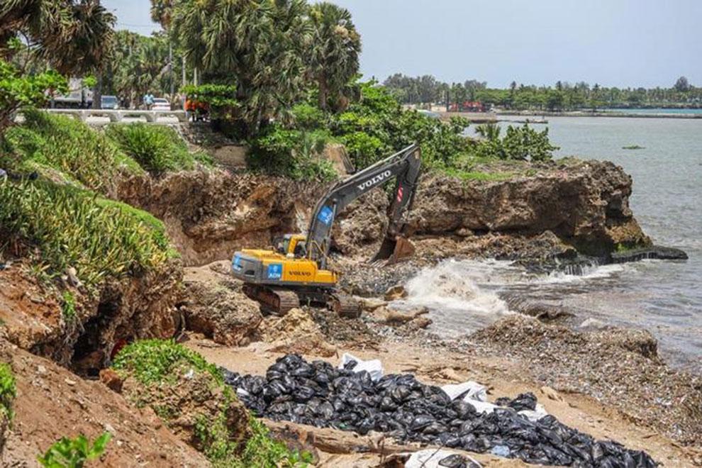adn-y-mopc-aseguran-en-24-horas-entregaran-limpia-playa-fuerte-san-gil