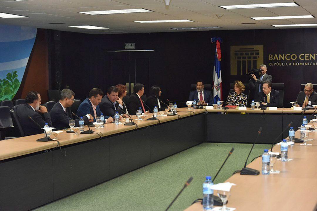 Gobernador-BCRD-y-directiva-de-ACOPROVI-valoran-liberación-recursos-de-encaje-legal